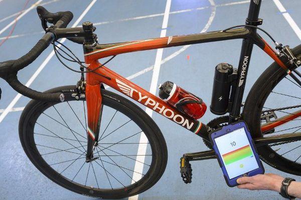 Démonstration du test anti dopage mécanique par l'UCI.