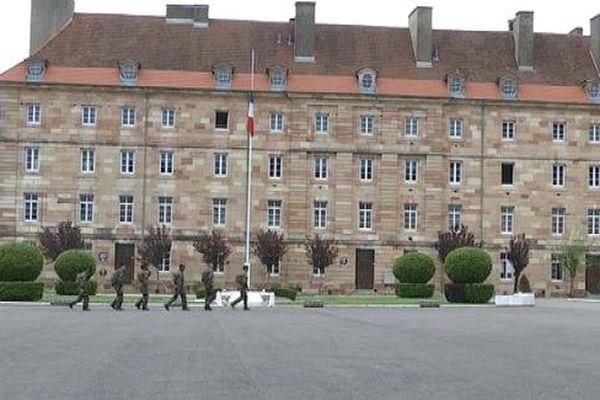 La cour de la caserne du 511ème Régiment du Train à Auxonne