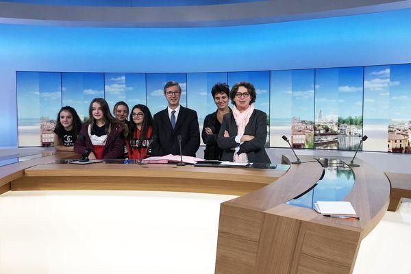 Signature d'une convention d'éducation aux médias et l'information sur le plateau de France 3 Nouvelle-Aquitaine