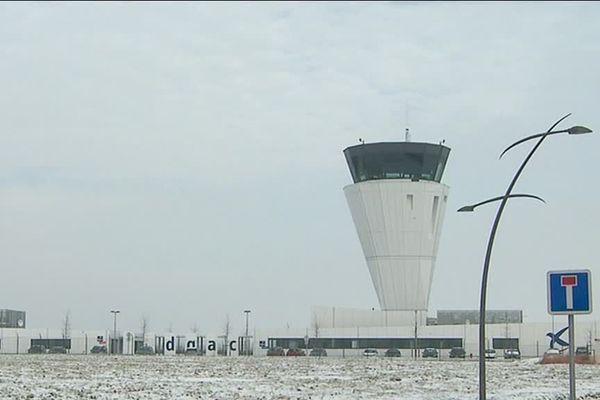 La nouvelle tour de contrôle de l'aéroport de Beauvais Tillé a coûté 17 millions d'euros.