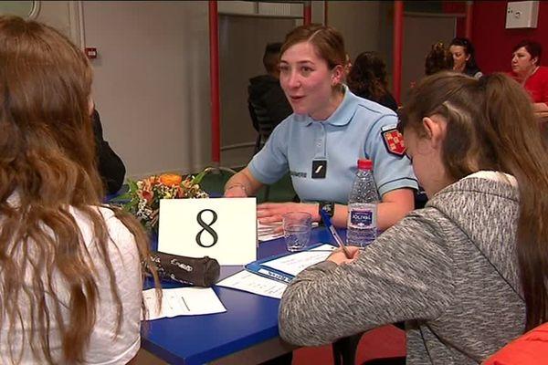 Les femmes exerçant dans la fonction publique ont échangé avec de jeunes collégiens sur leur parcours