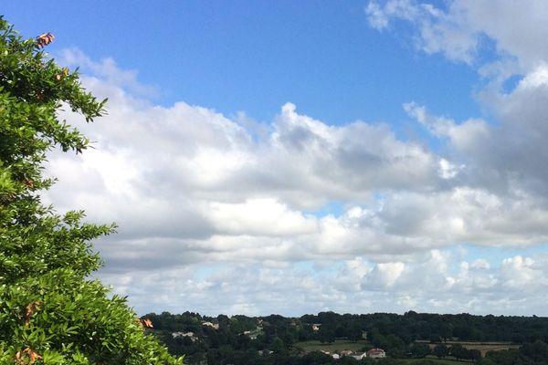 Les nuages prendront leurs quartiers dans les ciels sarthois et mayennais.
