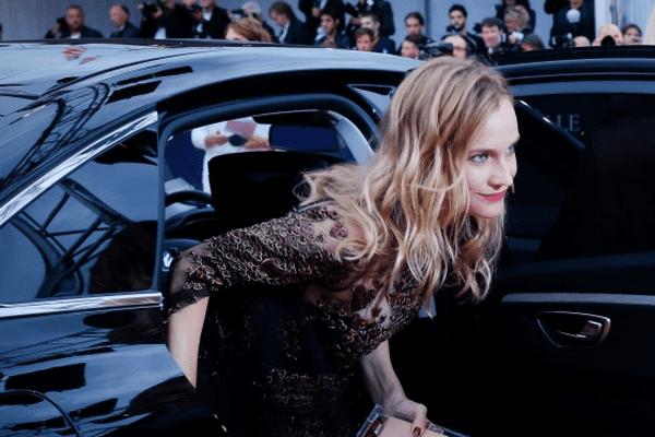Diane Kruger s'approche du tapis rouge de Deauville 2016
