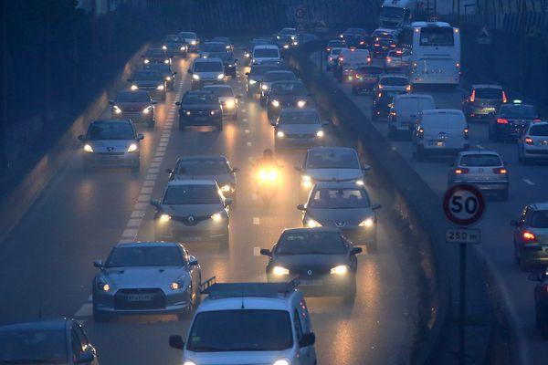"""L'épisode de pollution aux particules fines devrait s'améliorer samedi, l'air restant de qualité """"médiocre"""""""