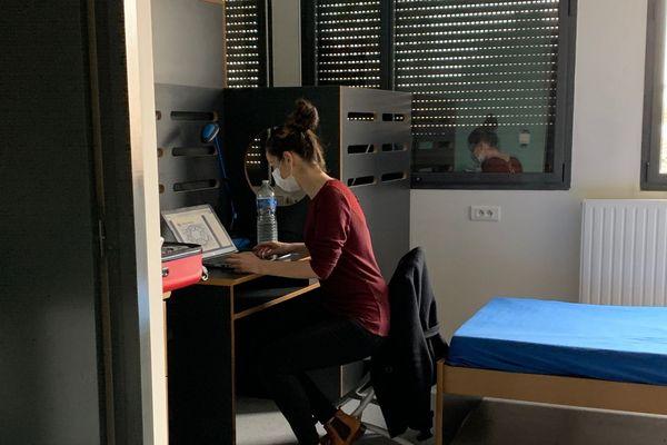 Coronavirus : Fanny Beau, aide soignante et élève-infirmière, loge dans l'internat du lycée Renoir de Limoges
