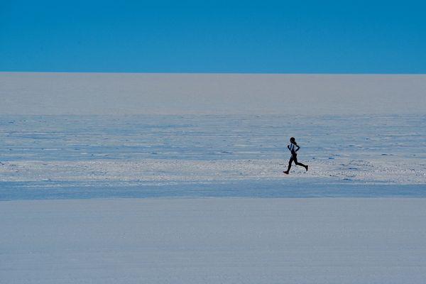 2.045 kilomètres en 74 jours par -50°C, c'est le défi qu'a relevé Stéphanie Gicquel en Antarctique.