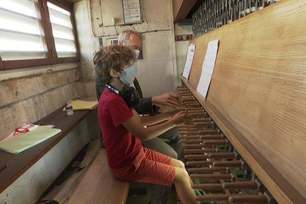 Ce jeune joueur du Conservatoire de Lyon eu la chance de partager un morceau avec le maître carillonneur Charles Dairay