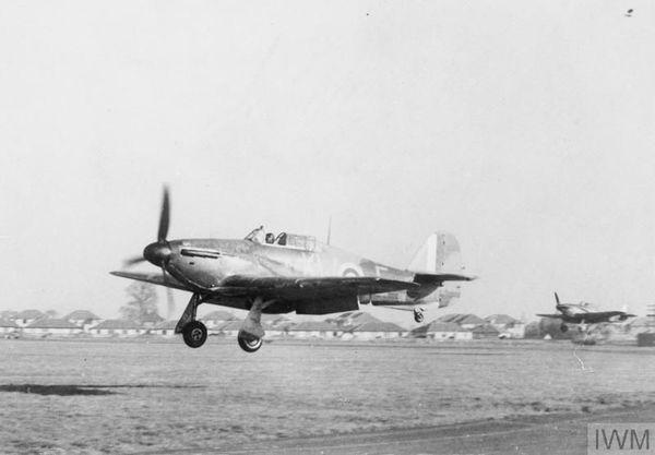 Un Hurricane du 615 Squadron se posant sur la base aérienne de Northolt en novembre 1940/
