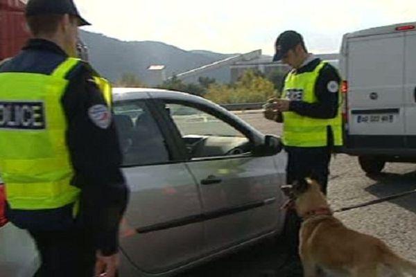 Des contrôles ont été opérés sur les flux de circulation des personnes et des véhicules. Le Perthus le 20 novembre 2014.