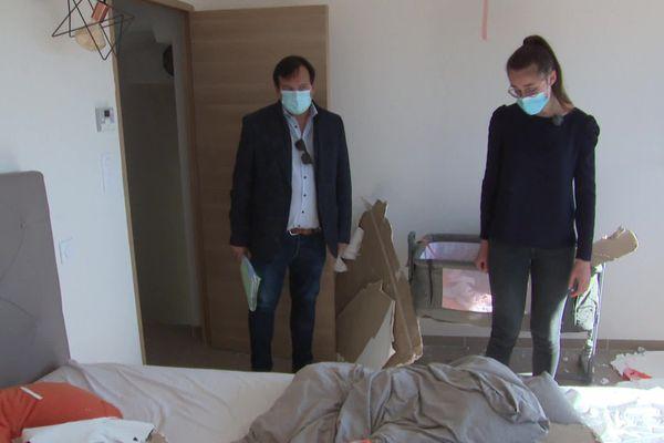 Près de Béziers, la chambre parentale de cette maison est désormais inutilisable : le plafond s'écroule à cause du produit injecté dans le grenier. 02/11/2020