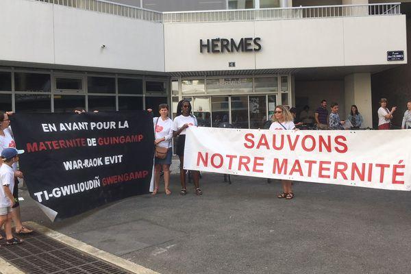 Les salariés de la maternité de Guingamp mobilisés
