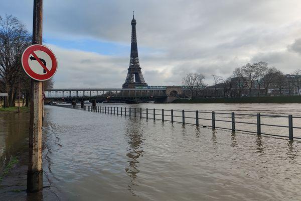 La Seine a pris d'assaut des quais de la capitale. @Marion Huguet.