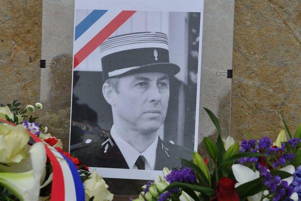 La rue d'Isle de Vienne sera prochainement rebaptisée en hommage au colonel Arnaud Beltrame, assassiné lors de l'attentat de Trèbes le 23 mars 2018