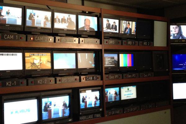 La régie pilote le plateau de France 3 pendant toutes les émissions en direct