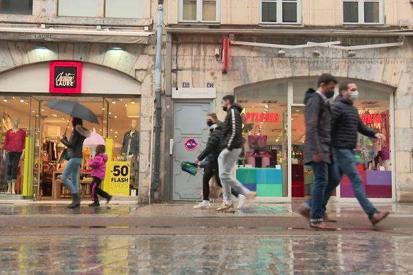 Ce mercredi 19 mai, dans les rues de Besançon, les piétons étaient de retour