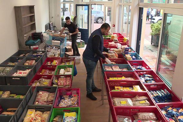 À Soissons, pour aider les commerçants ambulants à poursuivre leur activité malgré l'annulation des marchés, des boutiques éphémères sont mises à leur disposition par la mairie.