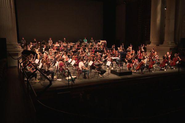 La moyenne d'âge de l'Orchestre français des jeunes est de 21 ans.