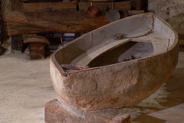 Le bateau ciment inventé par Joseph-Louis Lambot est exposé au Musée des Comtes de Provence à Brignoles.
