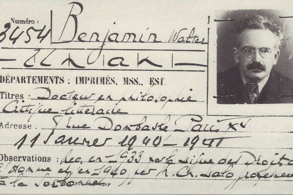 Le laisser-passer attribué au Docteur en philosophie Walter Benjamin en 1940 - Pour le 80ème anniversaire de sa mort cette année, une polémique sur fond de politique.