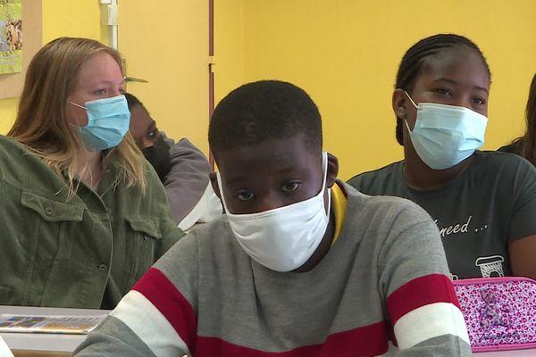 En classe comme à l'extérieur, le masque est obligatoire au collège