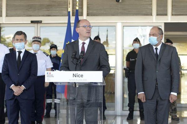 Discours à Nice de Jean Castex, le 25 juillet 2020. Le Premier ministre était accompagné de Gérald Darmanin, ministre de l'Intérieur (à gauche) et d'Eric Dupont-Moretti, ministre de la Justice (à droite)