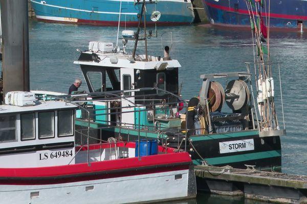 Les bateaux majoritairement à quai dans le port des Sables d'Olonne en Vendée, avril 2020