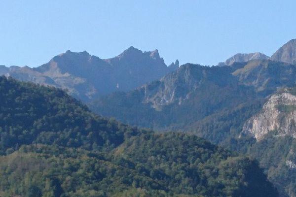 L'ourse a été lâchée dans la zone du Pic de Sesque, entre la vallée d'Ossau, et la vallée d'Aspe.