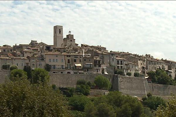 Deux millions de touristes visitent ce village chaque année.