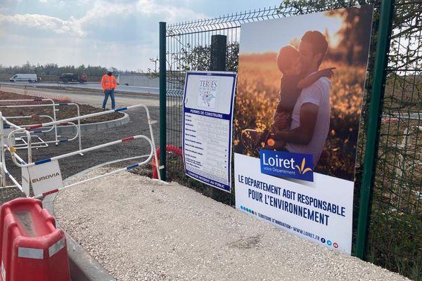 Panneaux indiquant l'extension de la déchèterie de Cléry-Saint-André