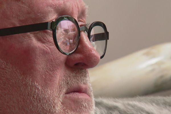 Dan Raison est aujour'dui âgé de 64 ans. Il a été violé par deux prêtes pendant quatre ans lorsqu'il était enfant.