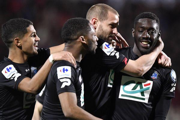 En huitièmes de finale de la Coupe de France de football, l'EA Guingamp avait battu l'US Quevilly Rouen (National) 2 à 1.