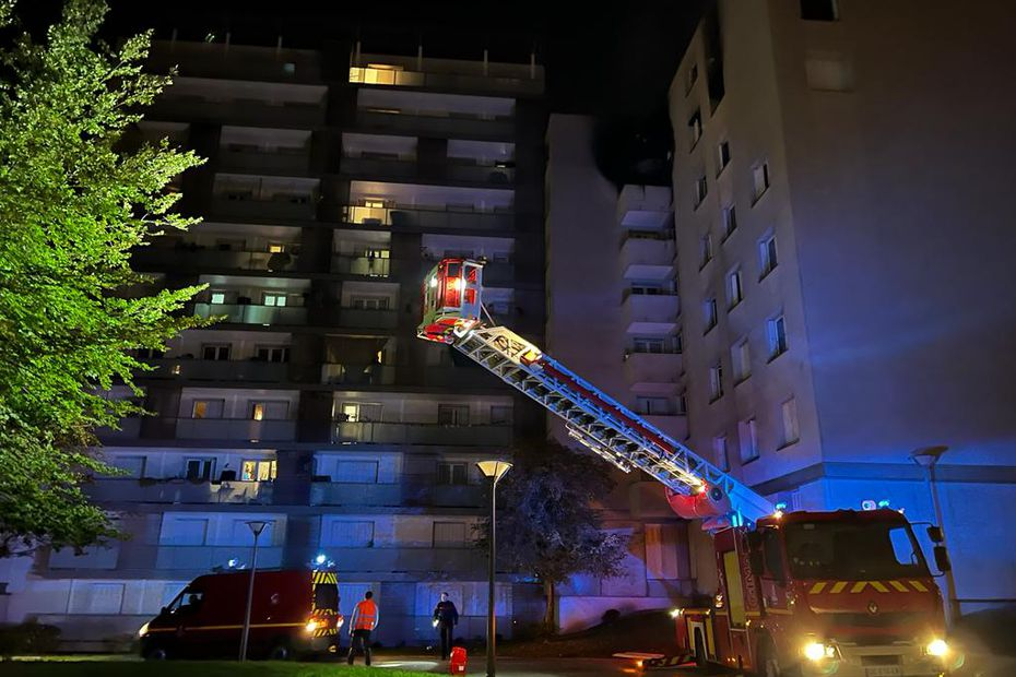 Reims : six blessés dont quatre enfants dans un incendie qui a dévasté un appartement, dans un immeuble de Croix-du-Sud