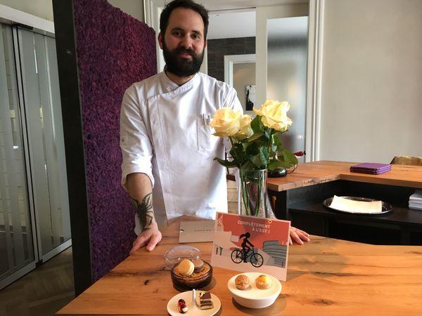 Matthias Spurk au coeur du restaurant dans lequel il travaille, revendique sa double culture dans l'assiette, française et allemande.