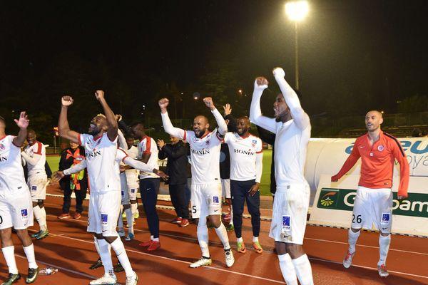 Les joueurs de la Berri heureux de monter en Ligue 2 après leur victoire contre Lyon-Duchère