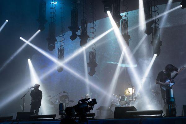 """Thom Yorke et Jonny Greenwood de Radiohead sur la """"Pyramid Stage"""" de Glastonbury"""