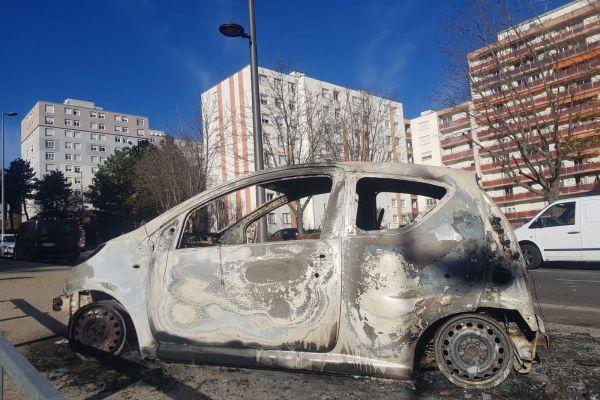 Samedi 14 novembre, plusieurs véhicules ont été incendiés ou dégradés dans le quartier de Croix-de-Neyrat à Clermont-Ferrand.