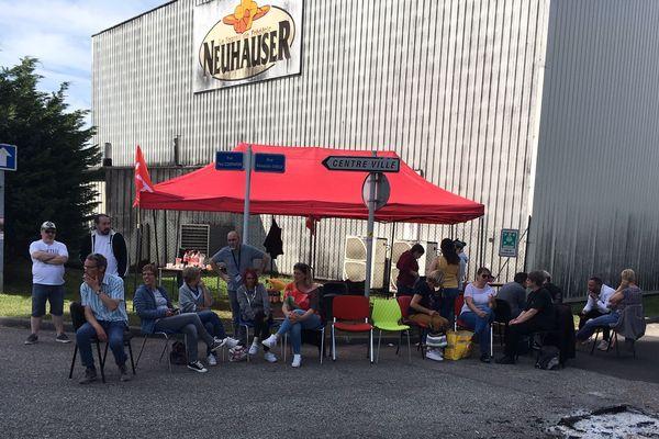 Les grévistes de Neuhauser dénoncent les conditions du plan social annoncé par le groupe.