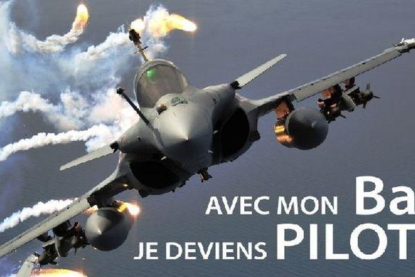 L'armée de l'air recrute des pilotes (chasse-transport-hélicoptère) ou des officiers navigateurs (chasse-transport)