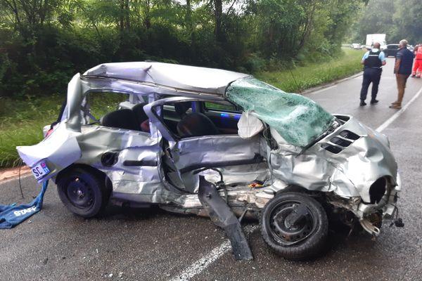 La voiture de la jeune fille décédée dans un accident de la route dans le Gers ce samedi 3 juillet.