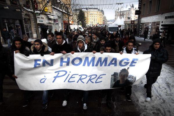 Belfort est sous le choc. Une marche silencieuse rassemble 1500 personnes dans les rues de la ville.