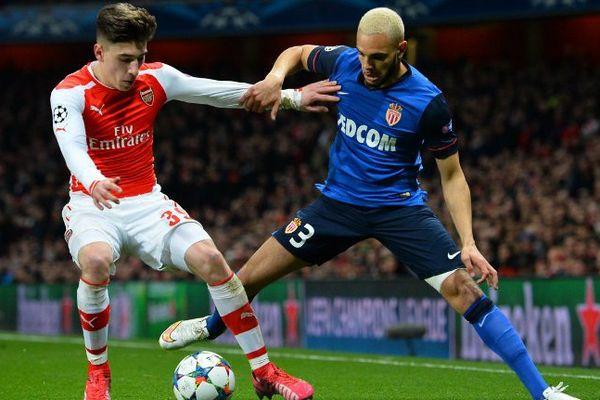 Pour Arsenal, Hector Bellerin face à Layvin Kurzawa pour Monaco à droite, en bleu pour une fois !