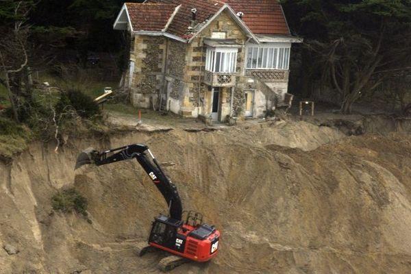 La Villa Surprise sur la plage de l'Amélie de Soulac-sur-Mer en grand danger depuis les grandes marées du début d'année 2014