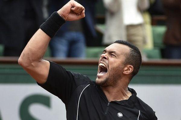 Tsonga (ici après sa victoire face à Berdych) affronte Nishikori en 1/4 de finale de Roland-Garros