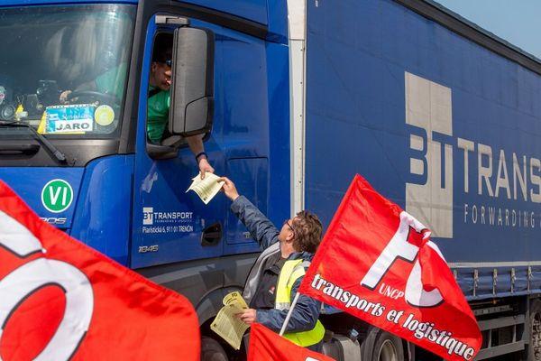 Photo d'illustration prise en mai 2016 pendant le blocage de l'A26 près de Saint-Omer.
