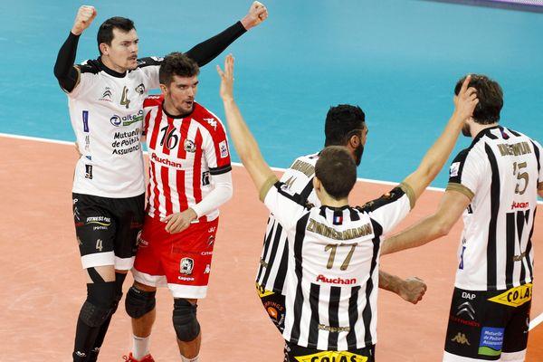 Les joueurs du SPVB lors d'un match face au Paris Volley en novembre dernier.