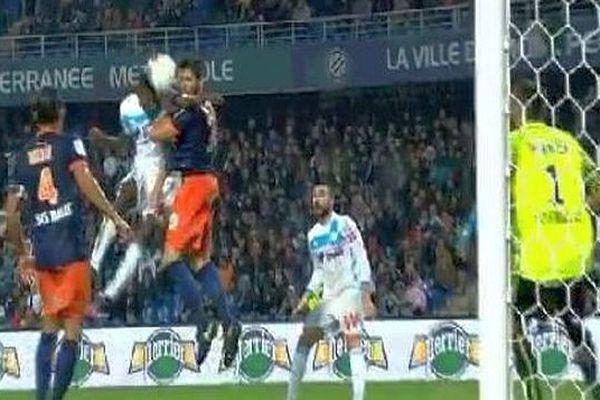 Montpellier - le défenseur du MHSC Mathieu Deplagne perd une dent, après un gros choc avec le Marseillais Zambo Anguissa - 4 novembre 2016.