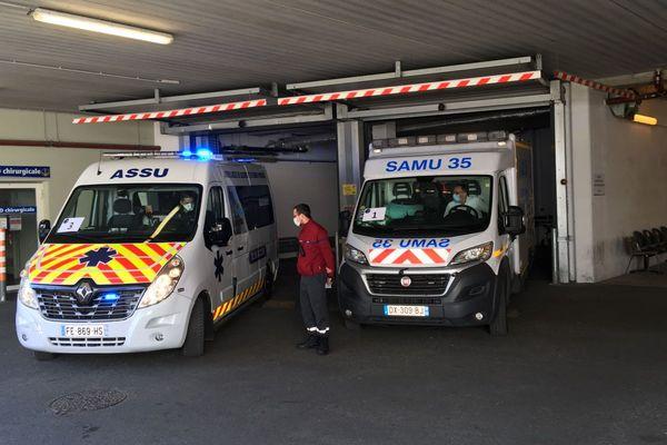 Les premières ambulances arrivent au Samu  - Hôpital Pontchaillou à Rennes