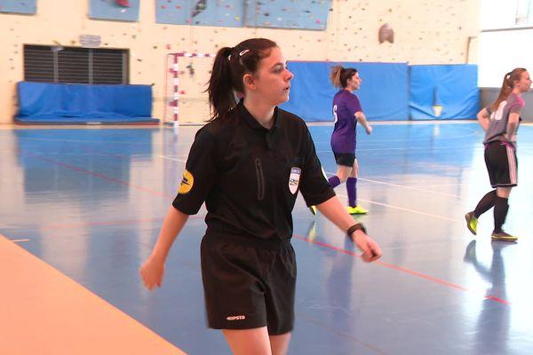 L'une des trois arbitres féminines du district de l'Ain.