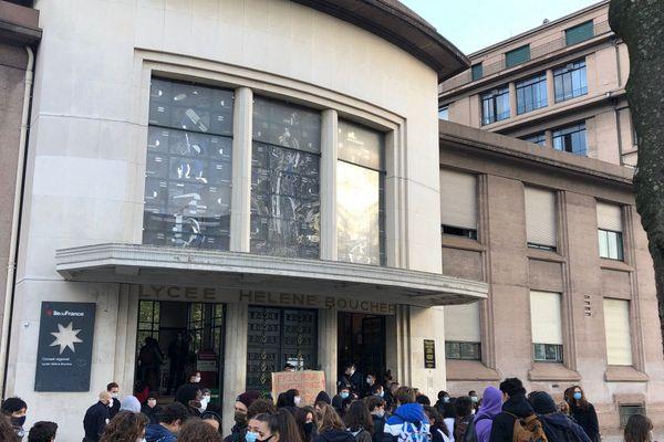 Rassemblement ce matin devant le lycée Hélène Boucher.