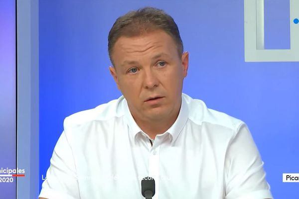 Pascal Ourdouillé remporte les élections municipales dans le bastion communiste de Longueau, avec sa liste sans étiquette.
